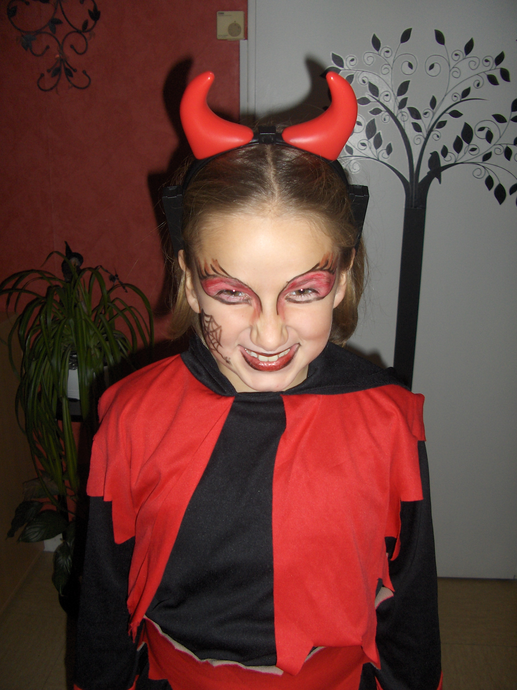 maquillage simple vampire petite fille. Black Bedroom Furniture Sets. Home Design Ideas