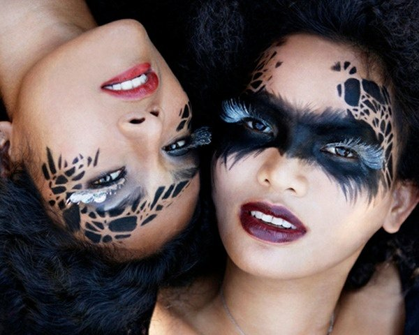 Maquillage yeux noir pour halloween - Maquillage yeux halloween ...