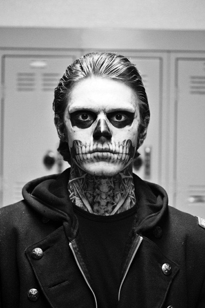 maquillage halloween en noir et blanc